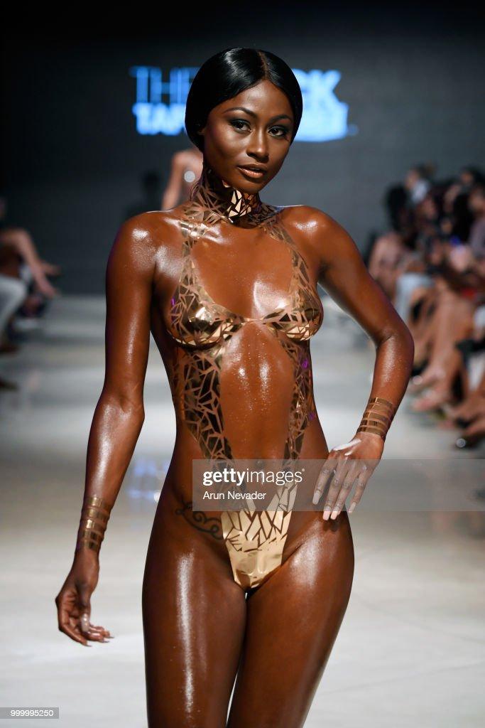 Black Tape Project At Miami Swim Week Powered By Art Hearts Fashion Swim/Resort 2018/19 : Nachrichtenfoto