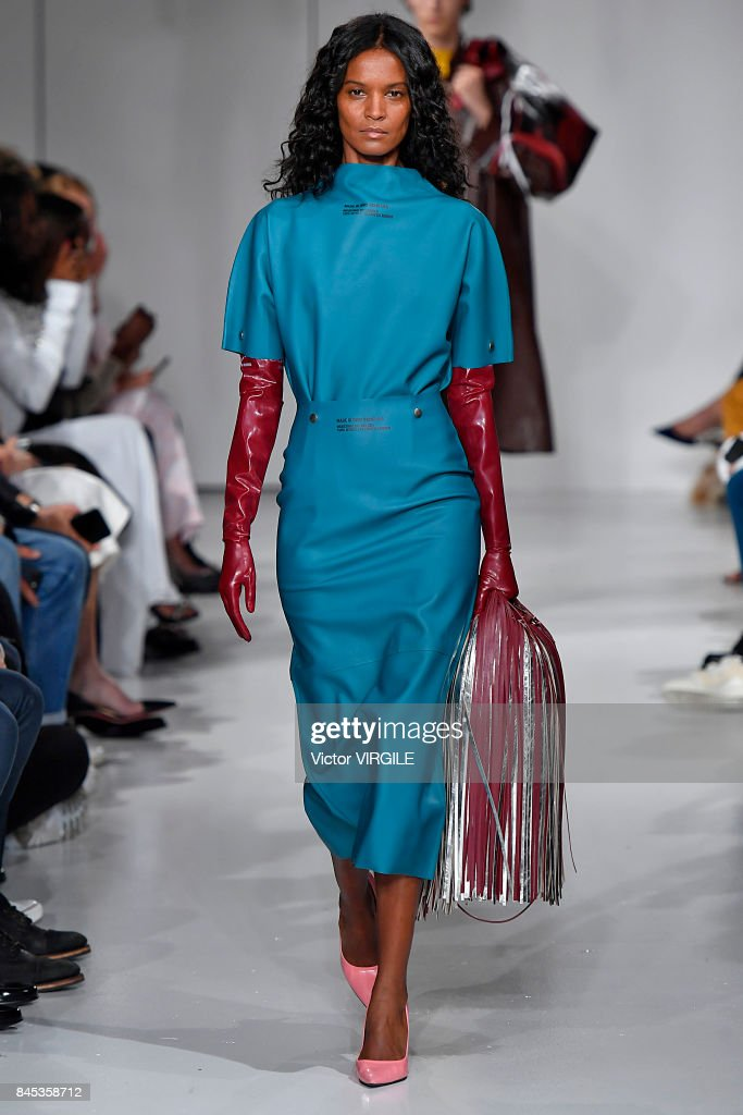 Calvin Klein Collection - Runway - September 2017 - New York Fashion Week : News Photo