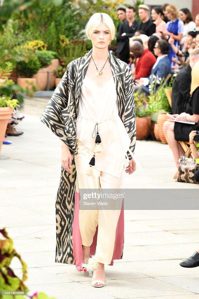 Oscar De La Renta - Runway - September 2018 - New York Fashion Week: The Shows : ニュース写真