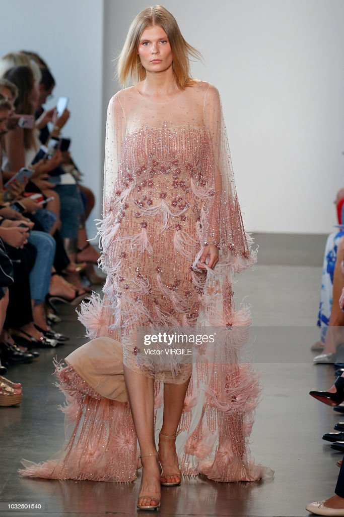 Pamella Roland - Runway - September 2018 - New York Fashion Week : News Photo