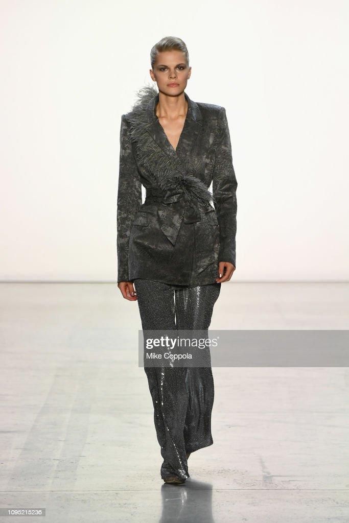 Badgley Mischka - Runway - February 2019 - New York Fashion Week: The Shows : ニュース写真