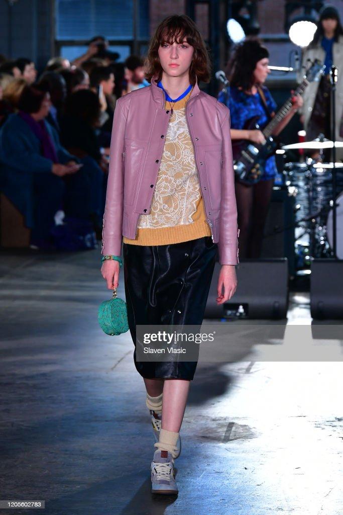Coach 1941 - Runway - February 2020 - New York Fashion Week : Nachrichtenfoto