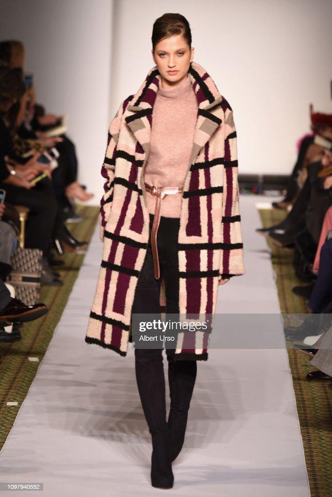 Dennis Basso - Runway - February 2019 - New York Fashion Week : News Photo