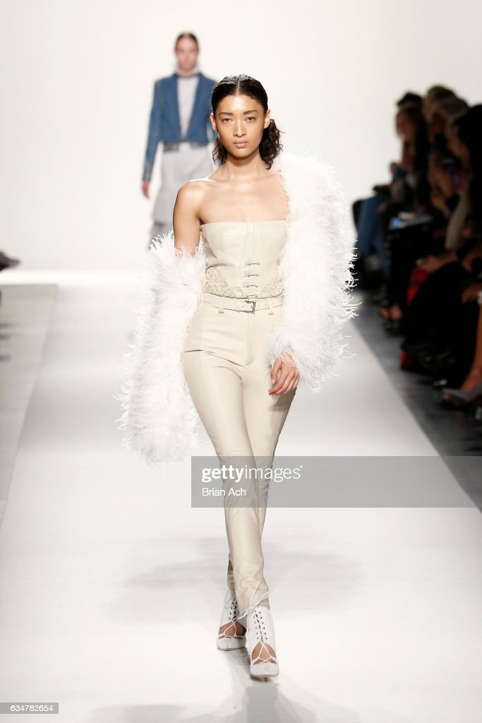 Jonathan Simkhai - Runway - February 2017 - New York Fashion Week: The Shows : News Photo