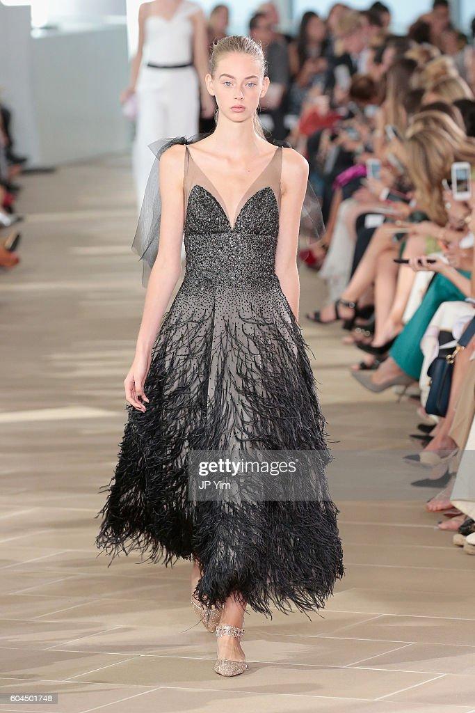 Monique Lhuillier - Runway - September 2016 - New York Fashion Week : News Photo