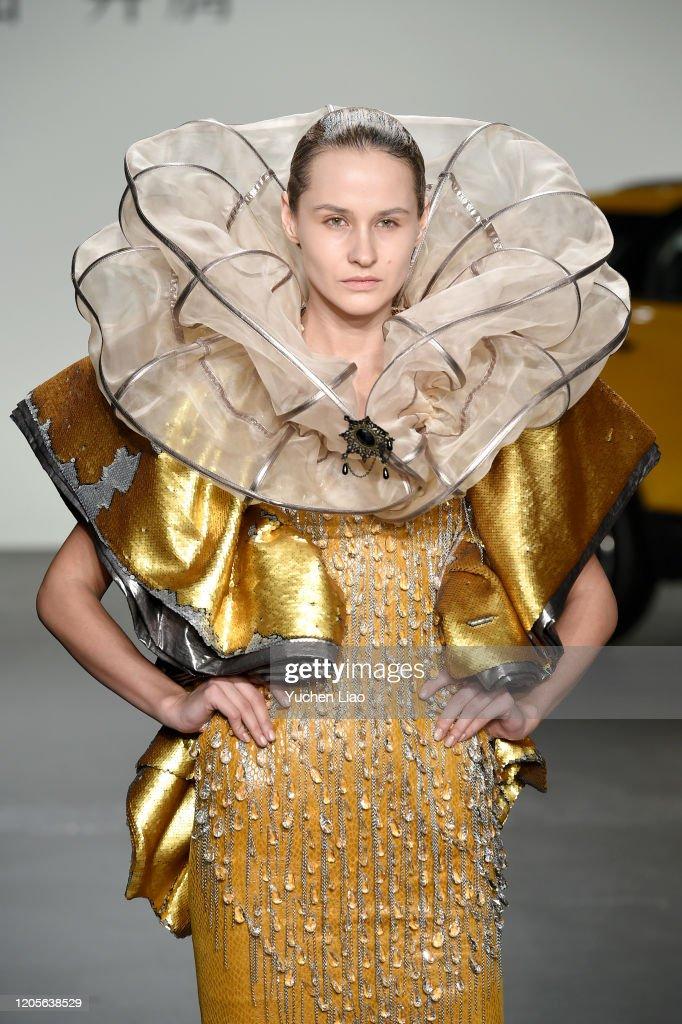 Sheguang Hu - Runway - February 2020 - New York Fashion Week: The Shows : News Photo
