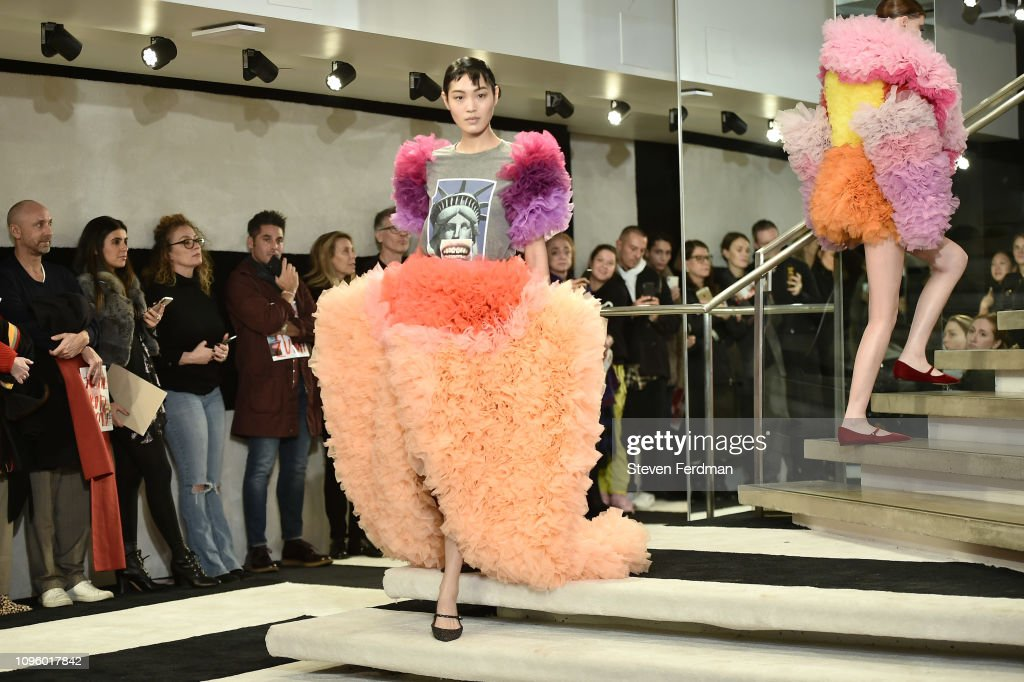 Tomo Koizumi - Runway - February 2019 - New York Fashion Week: The Shows : ニュース写真