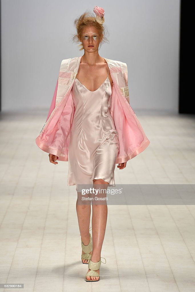 Raffles International Showcase - Runway - Mercedes-Benz Fashion Week Australia 2016 : News Photo