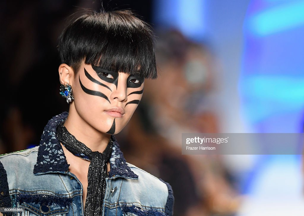 Desigual - Runway - September 2016 - New York Fashion Week: The Shows : News Photo