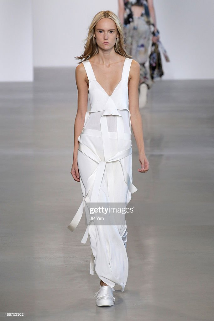 Calvin Klein Collection - Runway - Spring 2016 New York Fashion Week: The Shows : News Photo