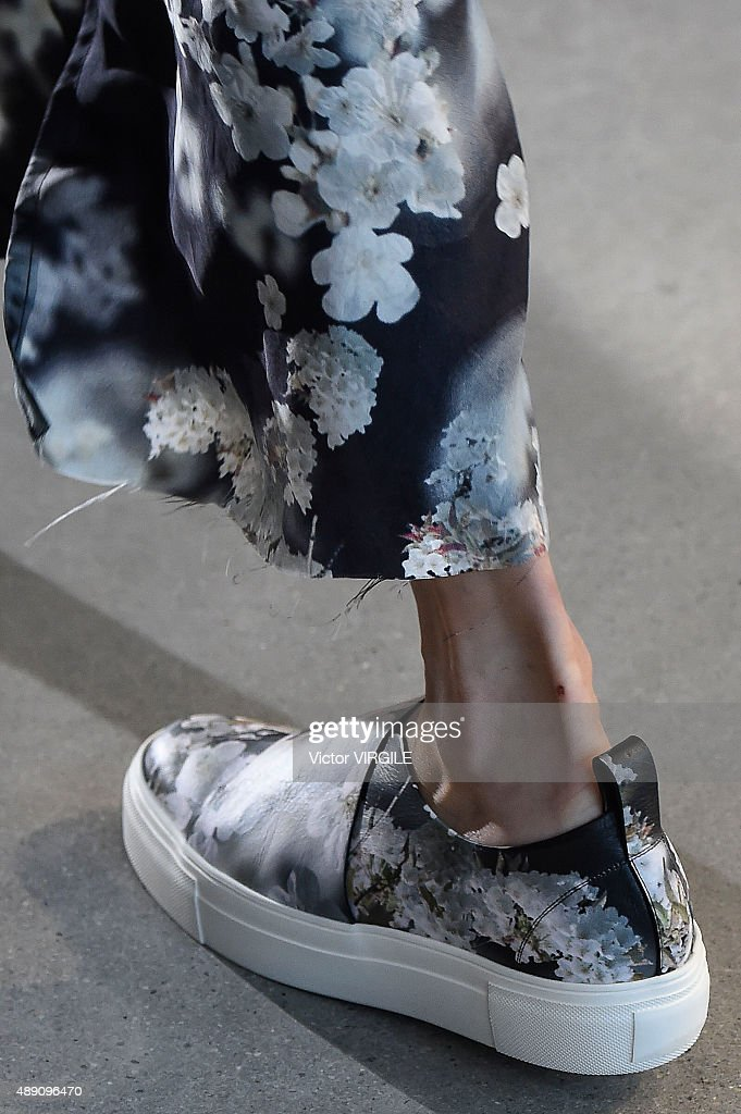 Calvin Klein Collection - Runway - Spring 2016 New York Fashion Week : News Photo