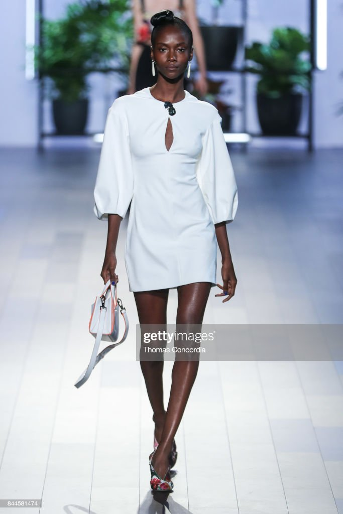 A model walks the runway wearing Cushnie et Ochs Spring 2018 during New York Fashion Week at Gallery 1, Skylight Clarkson Sq on September 8, 2017 in New York City.