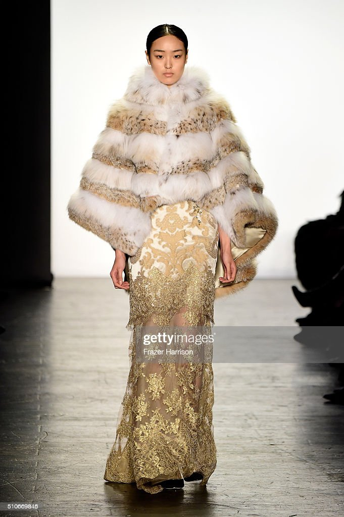 Dennis Basso - Runway - Fall 2016 New York Fashion Week: The Shows : News Photo