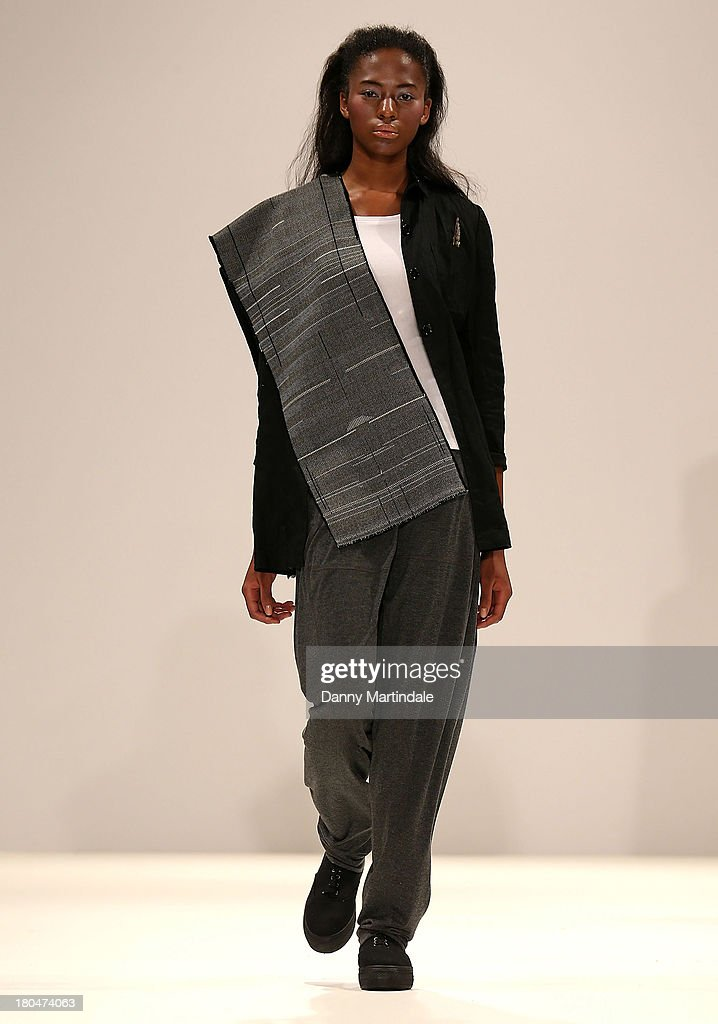 A model walks the runway wearing designs by Renli Su at the Ones to Watch show at the Fashion Scout venue during London Fashion Week SS14 at Freemasons Hall on September 13, 2013 in London, England.>>