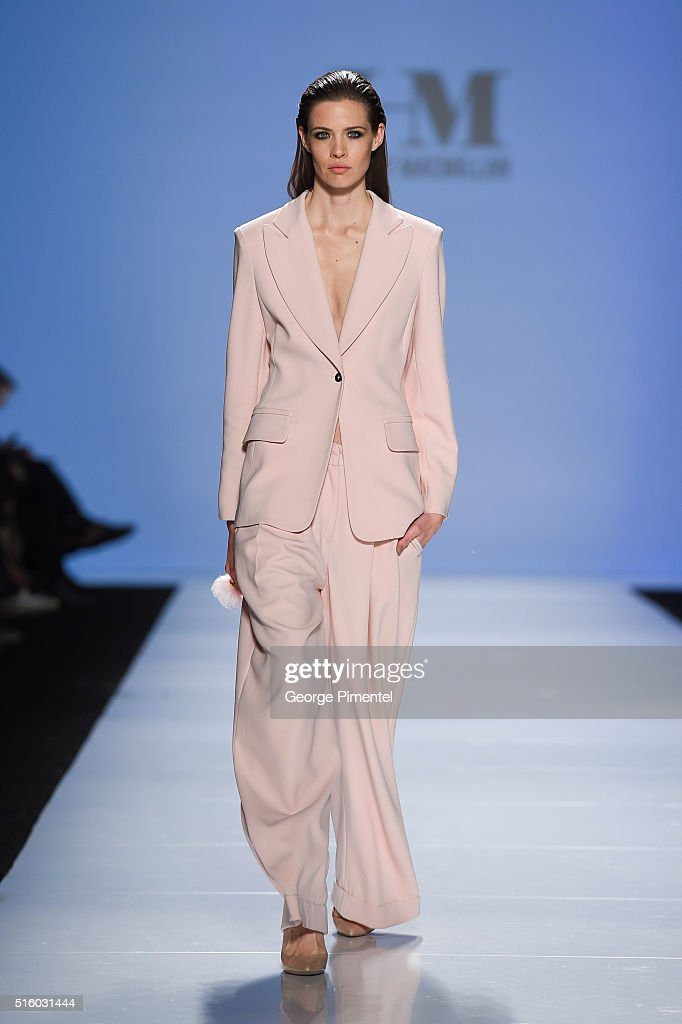 Toronto Fashion Week Fall 2016 Collections - HILARY MACMILLAN - Runway : News Photo