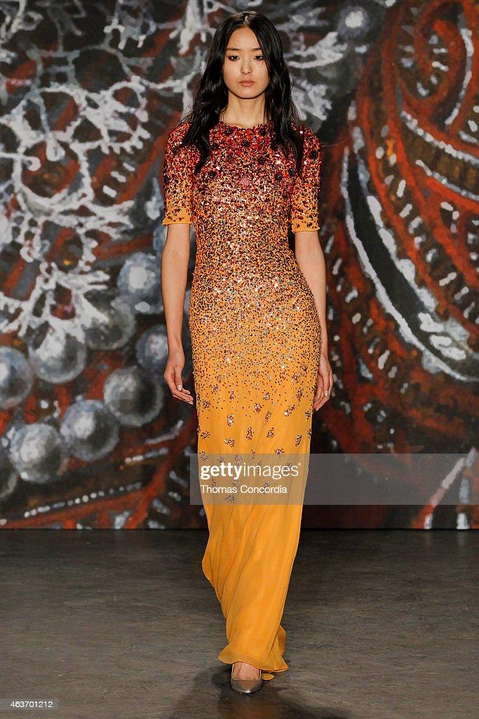 Jenny Packham - Runway - Mercedes-Benz Fashion Week Fall 2015 : News Photo