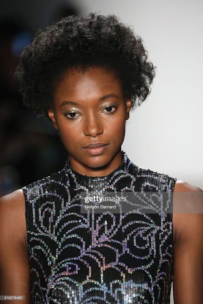 Jenny Packham - Runway - Fall 2016 New York Fashion Week: The Shows : News Photo