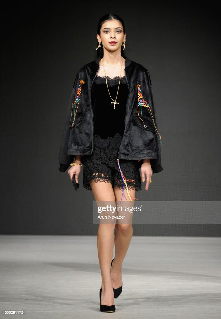Vancouver Fashion Week Fall/Winter 2017 - Day 2 : News Photo