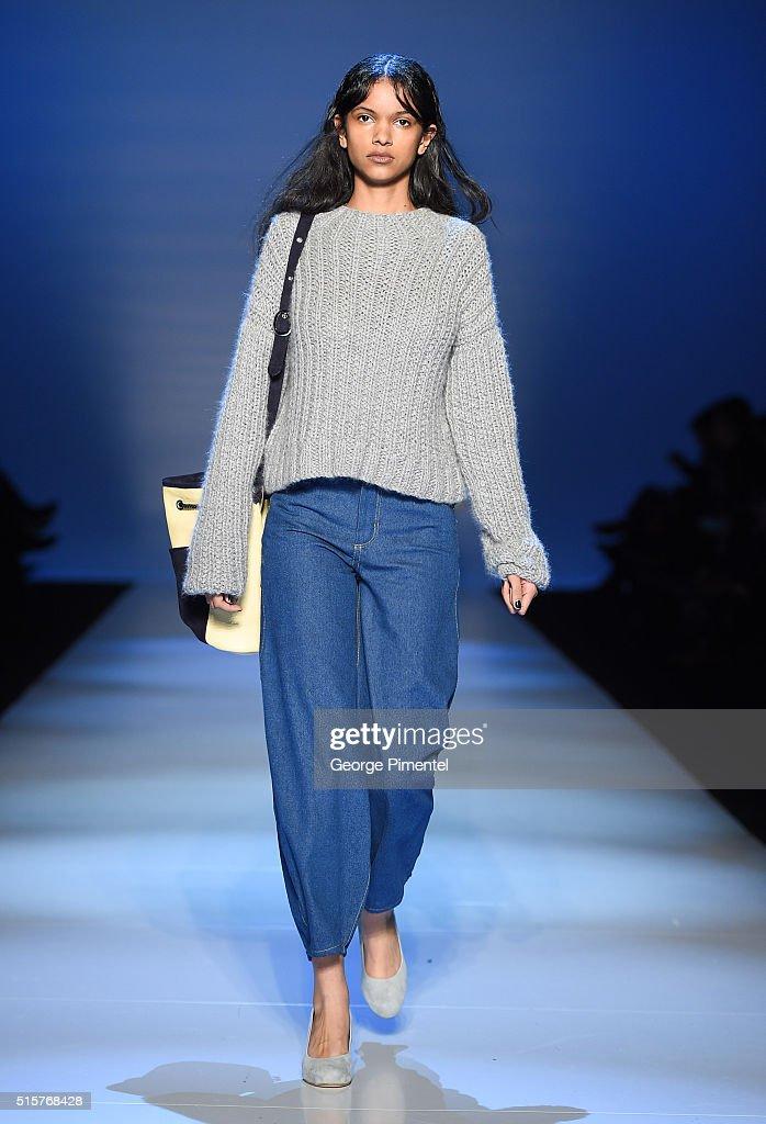 Toronto Fashion Week Fall 2016 Collections - MALORIE URBANOVITCH - Runway : News Photo