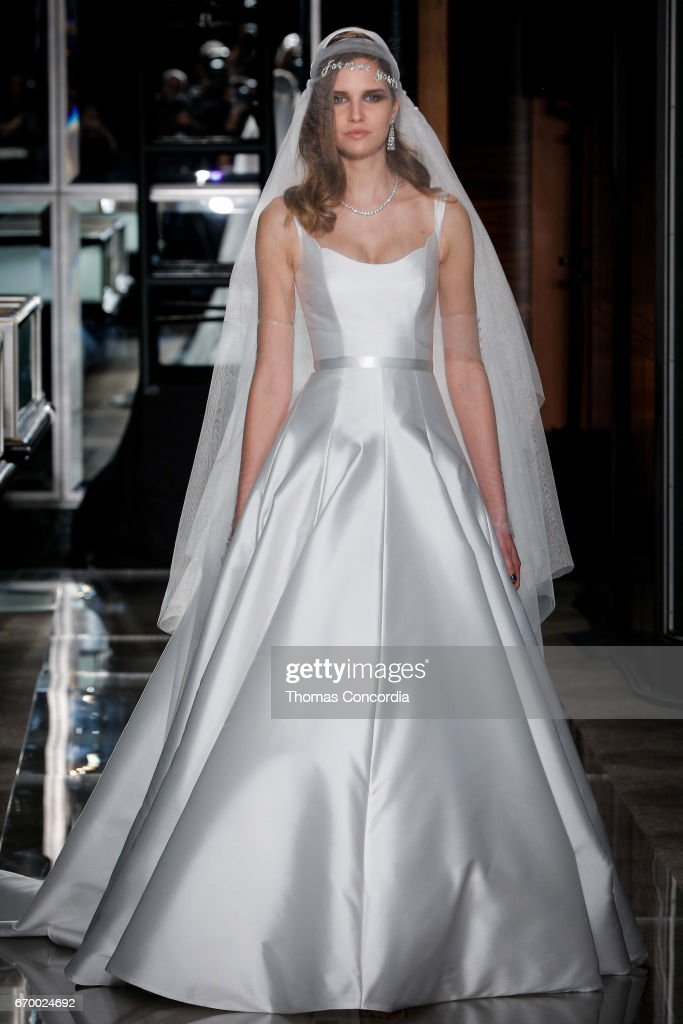 Reem Acra - Runway - New York Fashion Week: Bridal April 2017 : News Photo