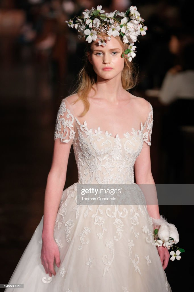 Reem Acra Spring 2019 - Runway - New York Fashion Week: Bridal April 2018 : Fotografía de noticias