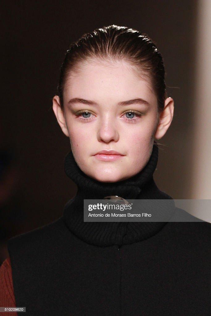 Victoria Beckham - Runway - Fall 2016 New York Fashion Week : News Photo