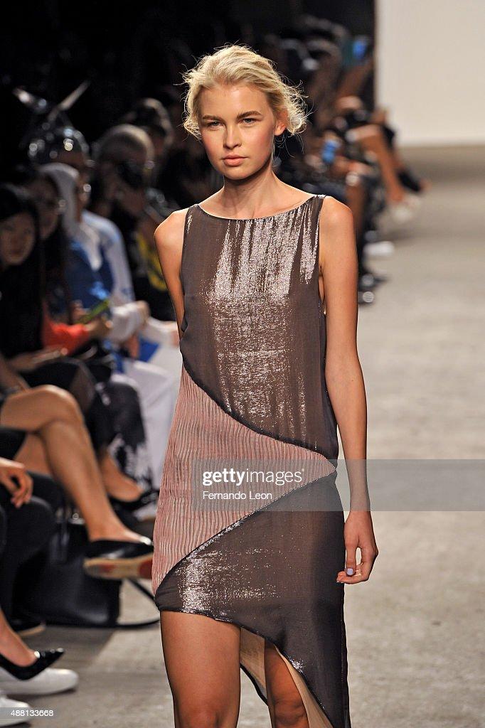 Vivienne Hu - Runway - Spring 2016 New York Fashion Week: The Shows : News Photo
