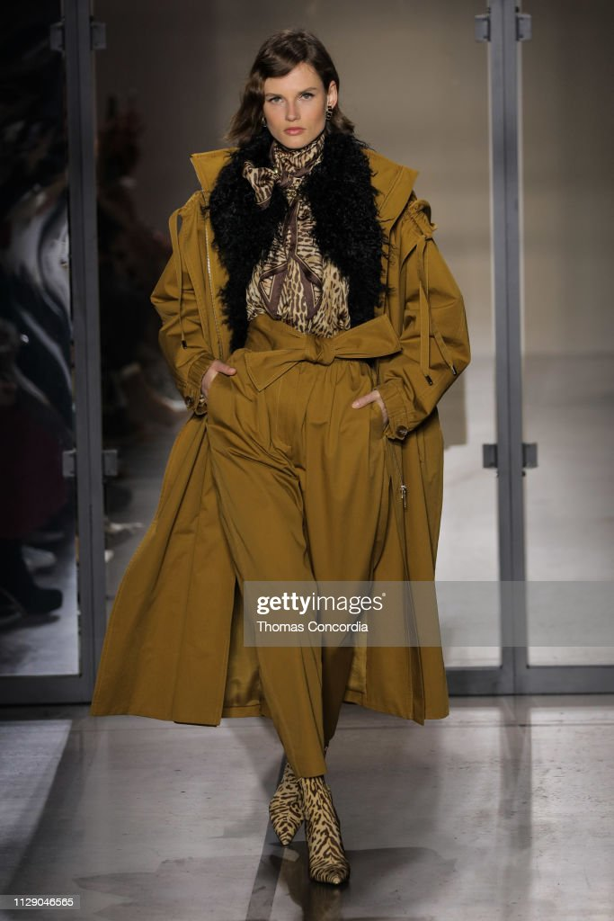 Zimmermann - Runway - February 2019 - New York Fashion Week: The Shows : News Photo