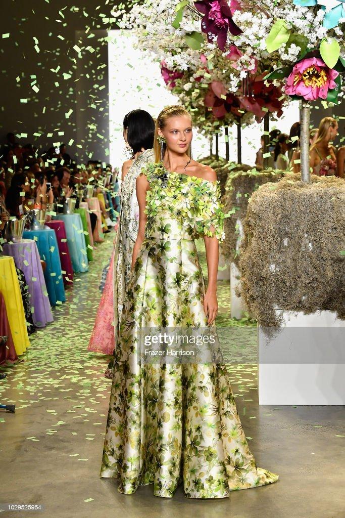 Badgley Mischka - Runway - September 2018 - New York Fashion Week: The Shows : News Photo