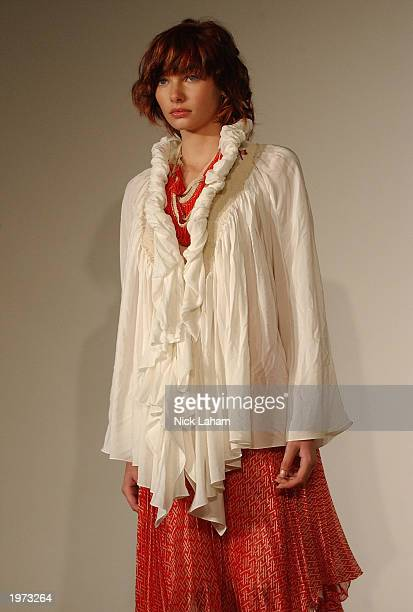 A model walks through the gallery at the Akira Spring/Summer 2003 Collection fashion show at the Art Gallery of New South Wales May 5 2003 during the...