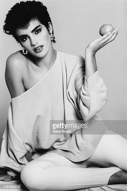 A model wearing a baggy offtheshoulder top December 1984