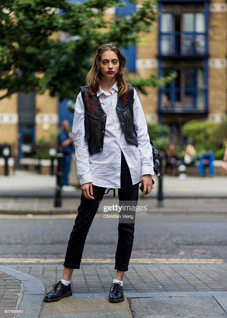 Street Style - Day 3 - LFW September 2016 : News Photo