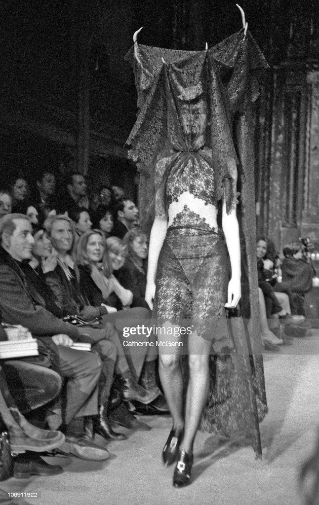 Alexander McQueen's New York Debut : Nachrichtenfoto