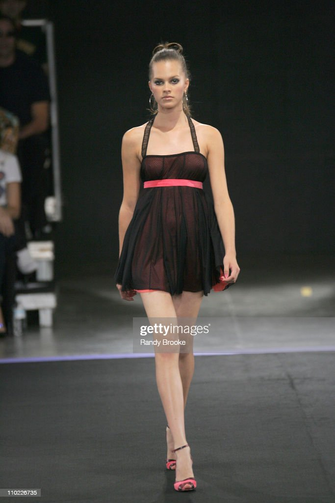 Sao Paulo Fashion Week Fall 2005 - Caio Gobbi - Runway : News Photo