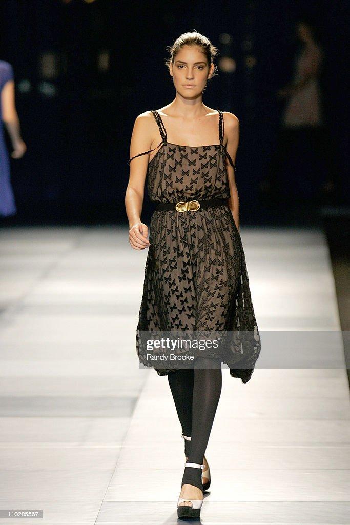 077bda6a7 Model wearing Maria Bonita Extra Fall/Winter 2006 during Fashion Rio ...