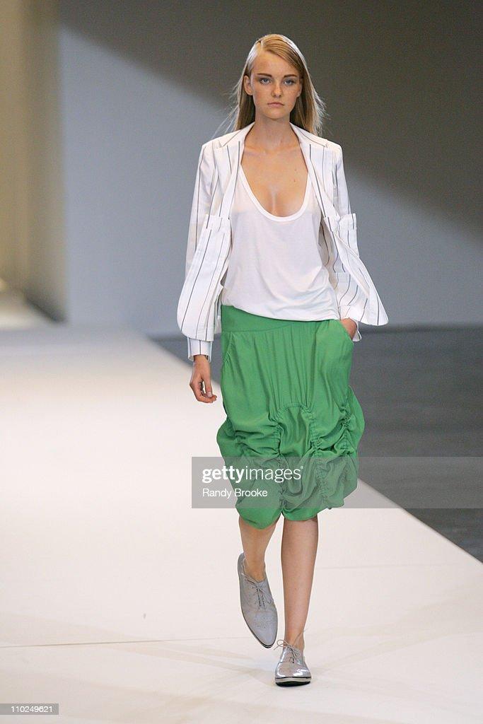 Sao Paulo Fashion Week SpringSummer 2006 - Uma - Runway : News Photo
