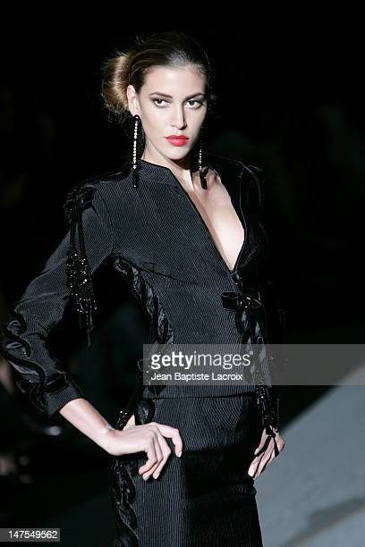 Model wearing Valentino Fall/Winter 2005/2006 Haute Couture