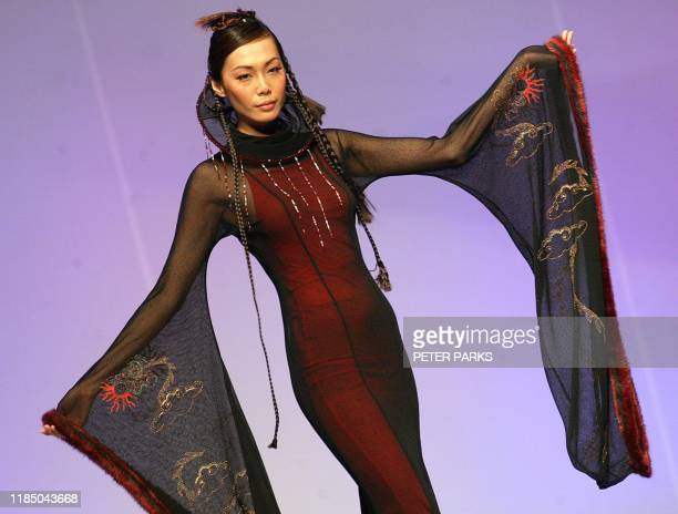 A model wears a creation by Taiwanese designer ShuYun Chao 15 January 2003 during the Taipei Facination fashion show part of Hong Kong Fashion Week...
