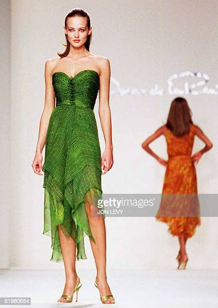 A model wears a green print chiffon dress in the Oscar de la Renta Spring 1997 fashion show 31 October in New York American top designers are showing...