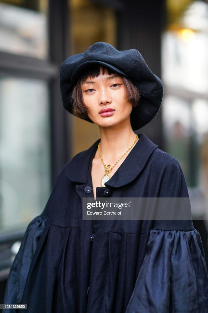 Street Style At Paris Fashion Week - Womenswear Spring Summer 2021 : Day Seven : Photo d'actualité