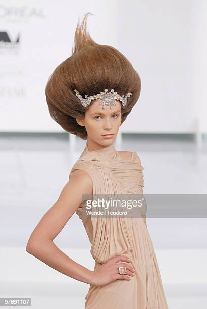A model wears an outfit by Collette Dinnigan during the Opening Night Party for the 2010 L'Oreal Melbourne Fashion Festival at Government House on...