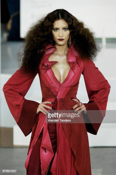 A model wears an outfit from Tina Kalivas during the Opening Night Party for the 2010 L'Oreal Melbourne Fashion Festival at Government House on March...
