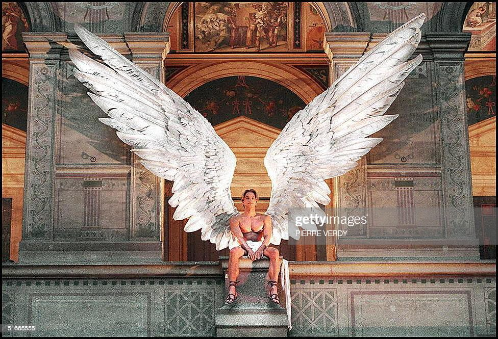 A model with bare torso and giant Icarus feather w : Nachrichtenfoto