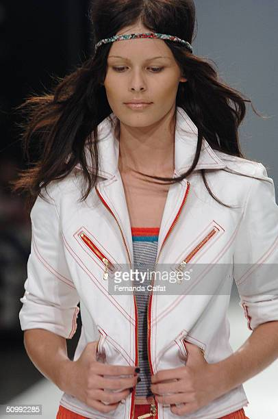 Model Yasmin Brunet walks the runway at the Patachou 2005 Spring/Summer collection during the Sao Paulo Fashion Week June 17 2004 in Sao Paulo Brazil