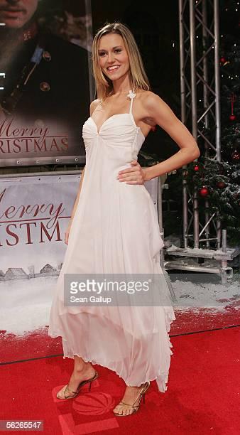 Model Yvonne Hoelzel attends the German premiere of the film 'Merry Christmas' November 23 2005 in Berlin Germany