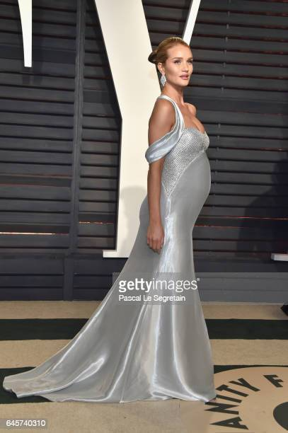 Modelactor Rosie HuntingtonWhiteley attends the 2017 Vanity Fair Oscar Party hosted by Graydon Carter at Wallis Annenberg Center for the Performing...