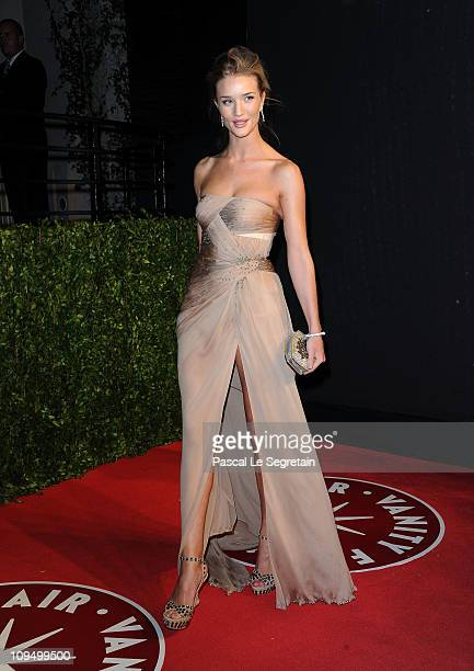 Model/actress Rosie HuntingtonWhiteley arrives at the Vanity Fair Oscar party hosted by Graydon Carter held at Sunset Tower on February 27 2011 in...