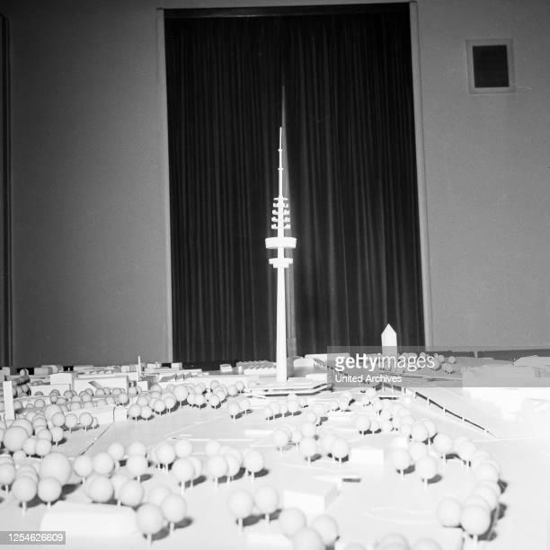 Modell bei der Ideenfindung zur Planung zum Bau des Fernmeldeturms in Hamburg, Deutschland 1960er Jahre.