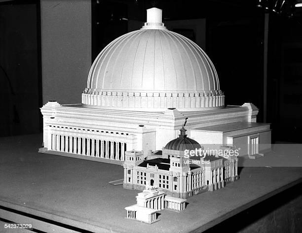 Modell der von Albert Speer 1939konzipierten 'Grossen Halle'die auf dem Königsplatz vor demReichstag gebaut werden sollte