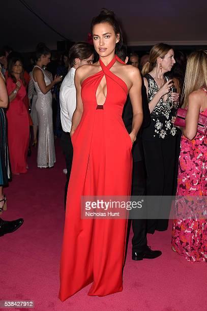 Modell Irina Shayk attends the 2016 CFDA Fashion Awards at the Hammerstein Ballroom on June 6, 2016 in New York City.